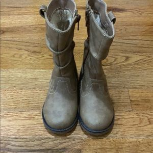 Children's place toddler tan boots 6K